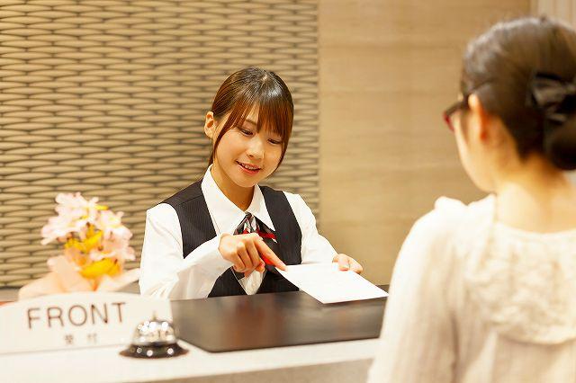 【大量募集】カウンター受付・予約手配業務!!年収270円~♪